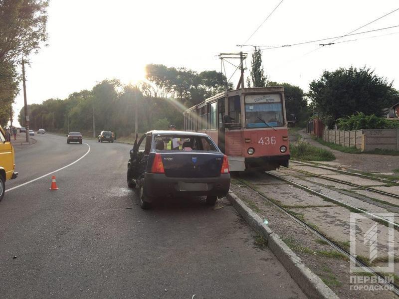 """В Кривом Роге грузовик выехал на """"встречку"""" и влетел в два автомобиля (ФОТО), фото-2"""