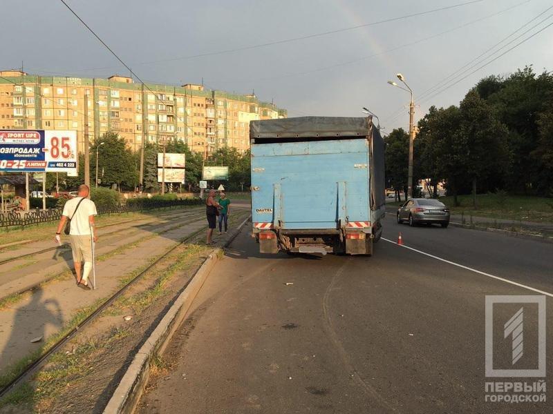 """В Кривом Роге грузовик выехал на """"встречку"""" и влетел в два автомобиля (ФОТО), фото-3"""