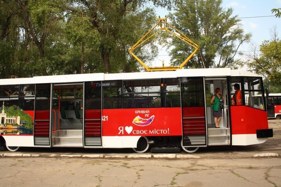 """""""Слепили пулю"""": руками криворожан был реконструирован вагон трамвая  (ФОТО), фото-8"""