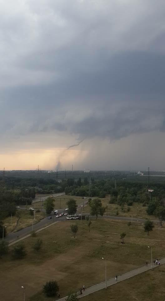 Оборванные электропровода, сорванный с крыш шифер: по Кривбассу пронесся смерч (ФОТО, ВИДЕО), фото-3