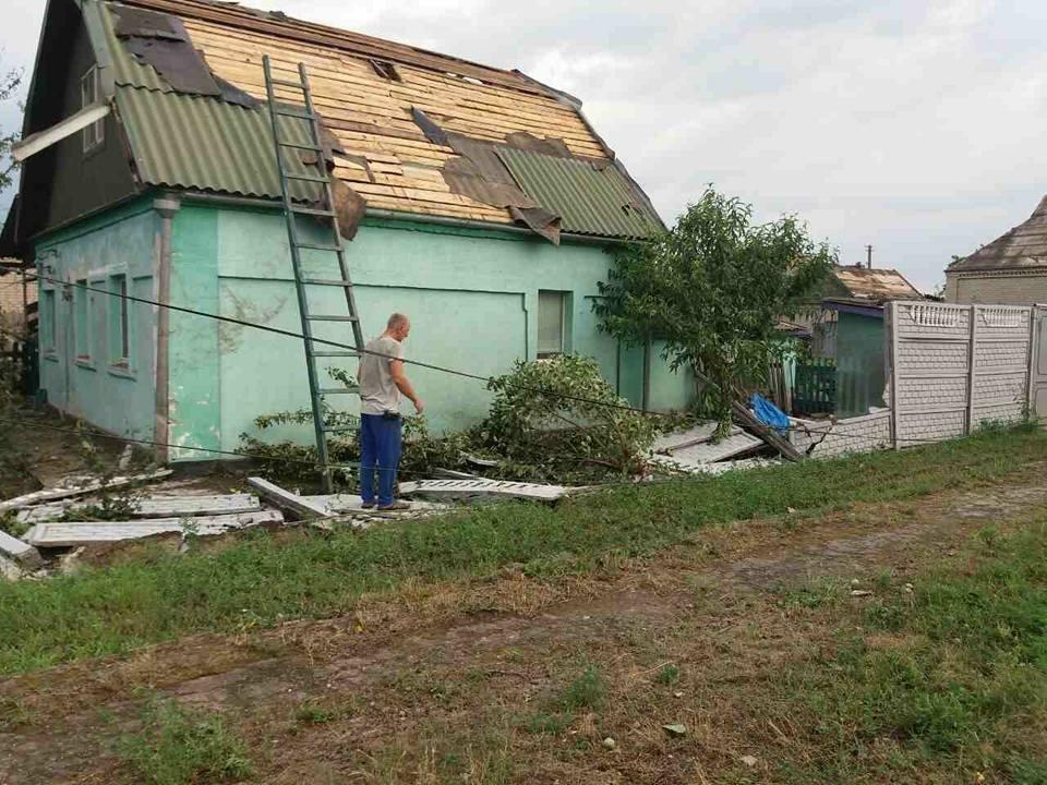 Оборванные электропровода, сорванный с крыш шифер: по Кривбассу пронесся смерч (ФОТО, ВИДЕО), фото-14