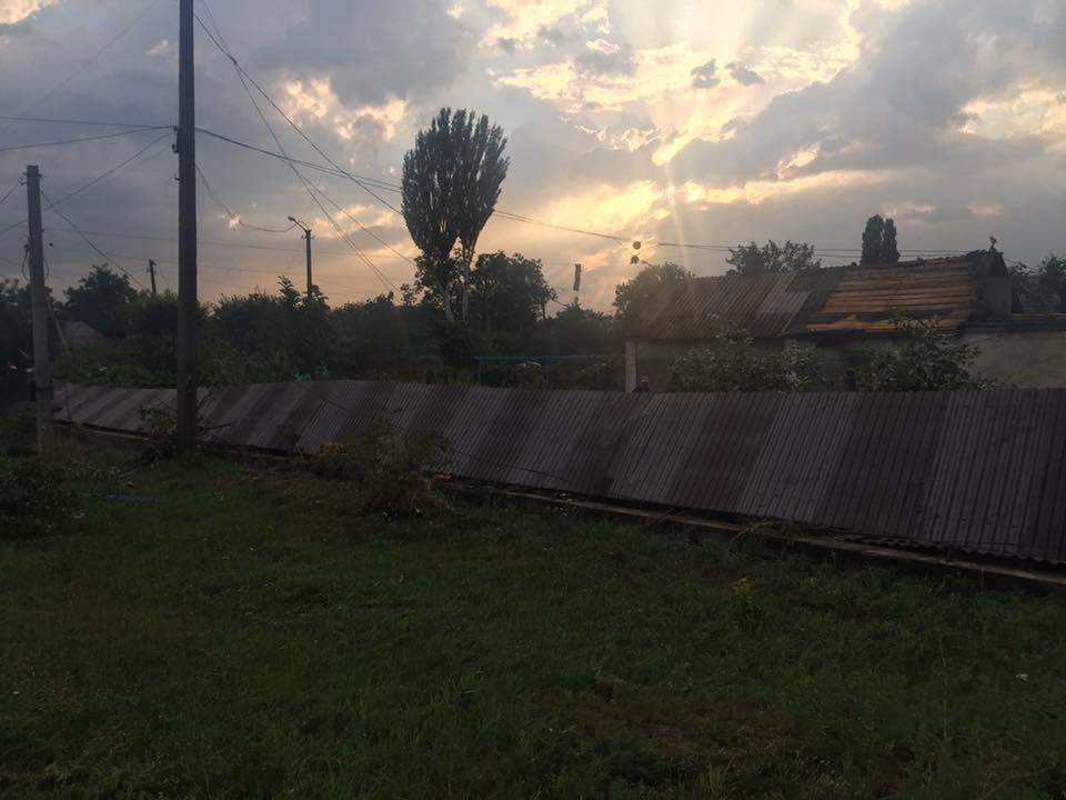 Оборванные электропровода, сорванный с крыш шифер: по Кривбассу пронесся смерч (ФОТО, ВИДЕО), фото-6