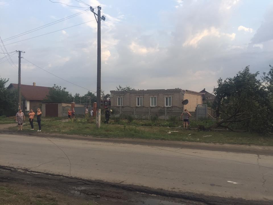 Оборванные электропровода, сорванный с крыш шифер: по Кривбассу пронесся смерч (ФОТО, ВИДЕО), фото-8