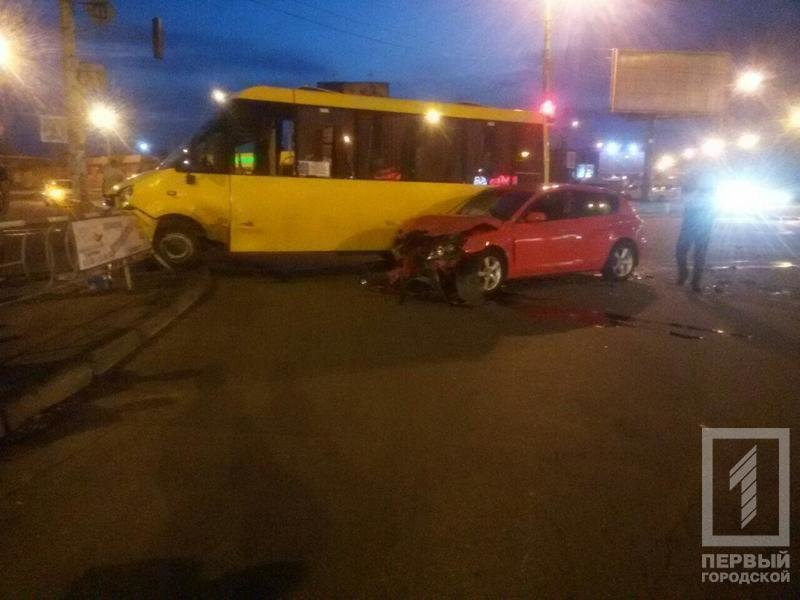 "Четверо криворожан пострадали в результате столкновения ""Mazda"" с маршруткой  (ФОТО), фото-1"