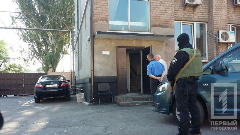 """Обыски в Кривом Роге: вооруженные люди обыскивают офис """"Криворожгаза"""" и """"Метинвеста"""" (ФОТО), фото-2"""