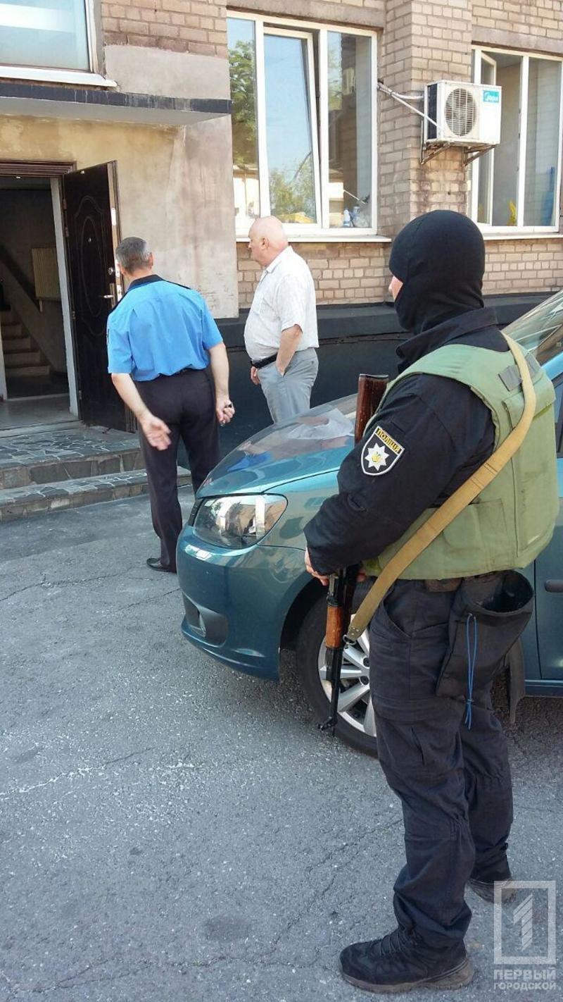 """Обыски в Кривом Роге: вооруженные люди обыскивают офис """"Криворожгаза"""" и """"Метинвеста"""" (ФОТО), фото-3"""