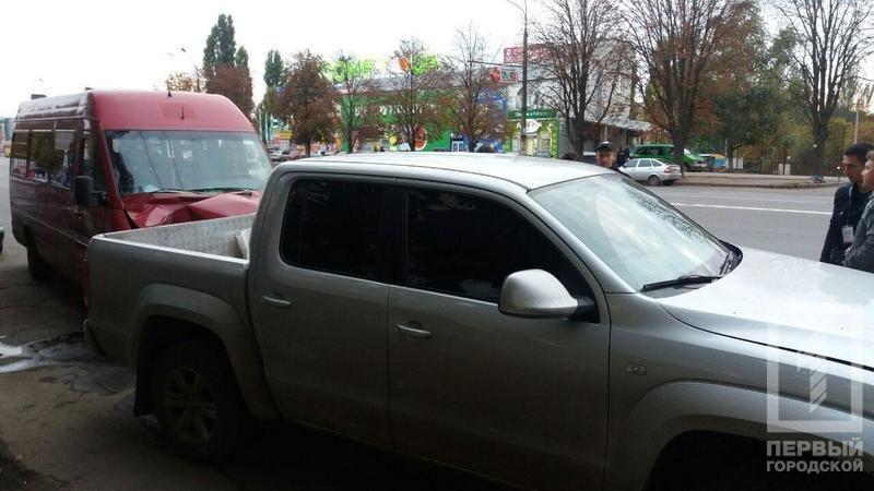 В Кривом Роге маршрутка с пассажирами врезалась в припаркованные автомобили (ФОТО), фото-1