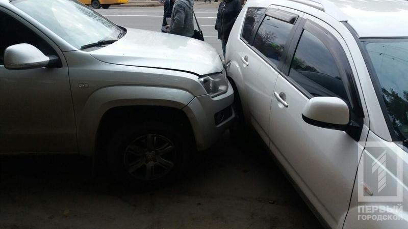 В Кривом Роге маршрутка с пассажирами врезалась в припаркованные автомобили (ФОТО), фото-2