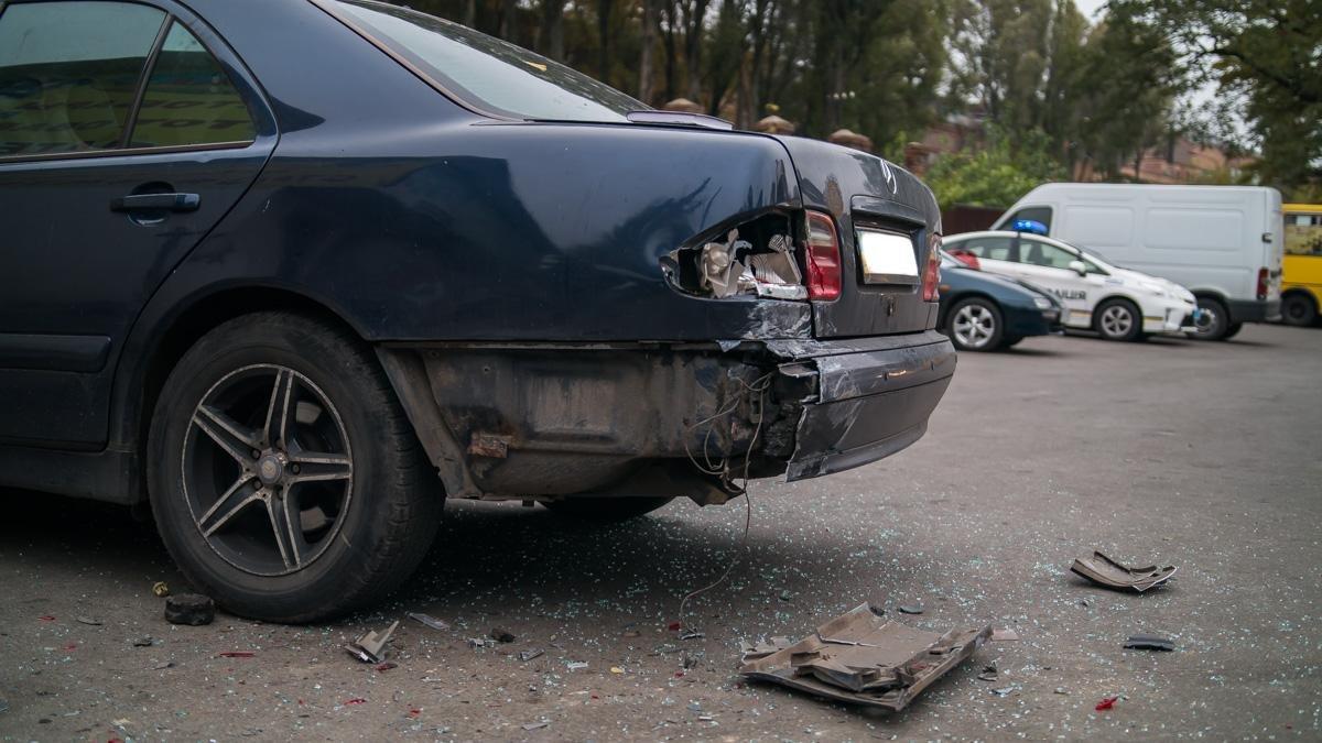 """Тройное ДТП на Криворожской: """"Hyundai"""" сбил три машины и влетел в стену (ФОТО), фото-5"""