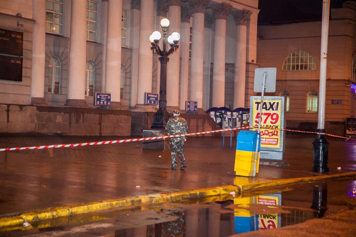 """В новогоднюю ночь в Днепре """"заминировали"""" все вокзалы (ФОТО, ВИДЕО), фото-4"""