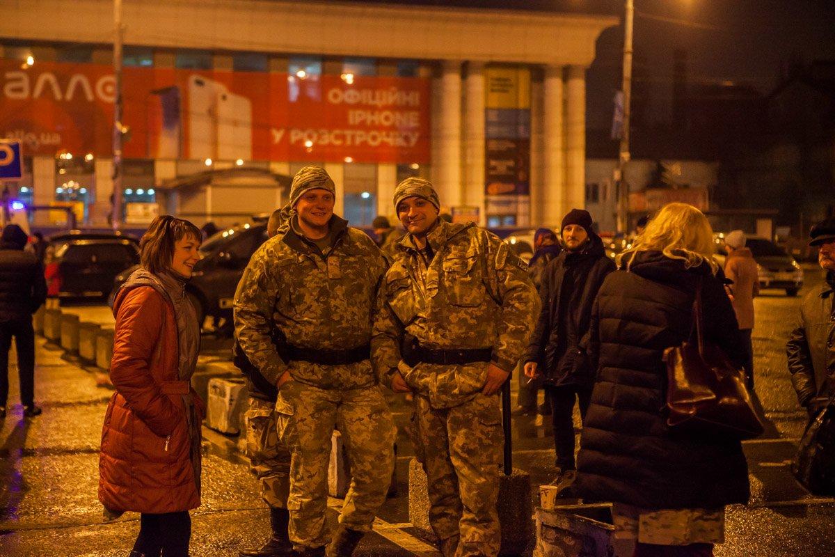 """В новогоднюю ночь в Днепре """"заминировали"""" все вокзалы (ФОТО, ВИДЕО), фото-3"""