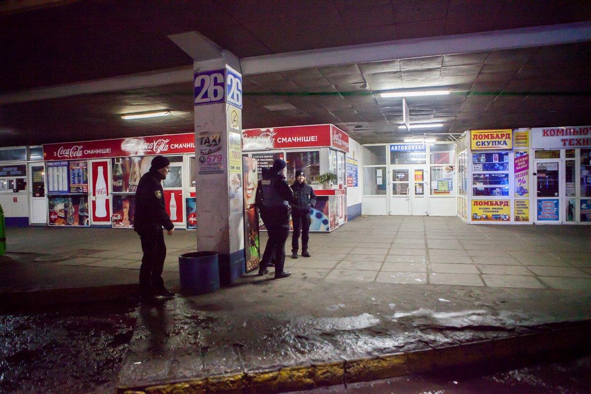 """В новогоднюю ночь в Днепре """"заминировали"""" все вокзалы (ФОТО, ВИДЕО), фото-1"""