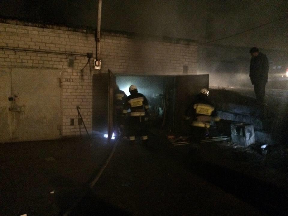 В Днепре в первые минуты 2018 года на пожаре в гараже обнаружили труп (ФОТО), фото-1