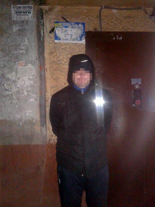 """Криворожанин с """"ширкой"""" и таблетками пришел грабить ломбард (ФОТО), фото-2"""
