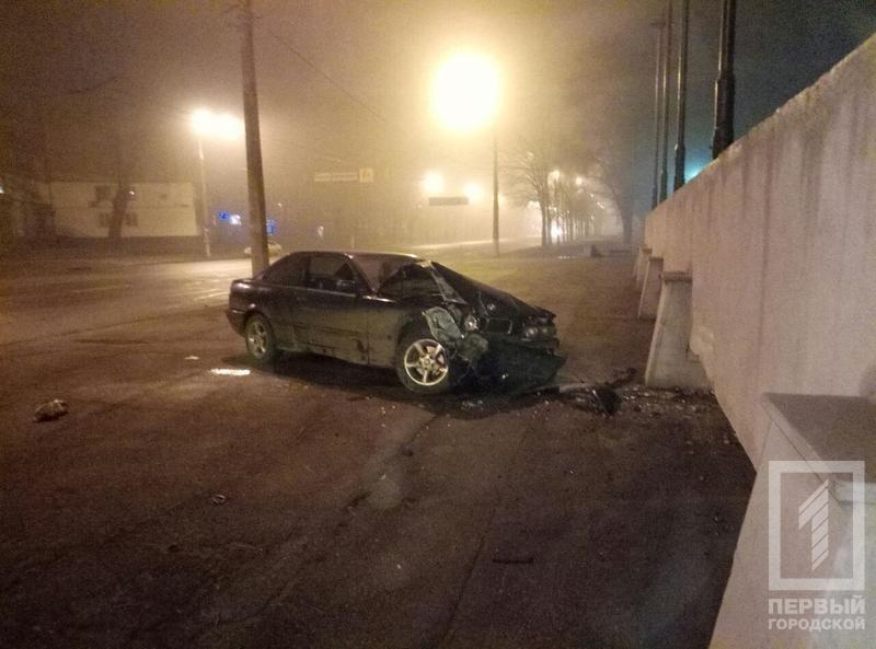 Криворожанка под кайфом на «BMW» влетела  в стену монумента «Победа» (ФОТО), фото-3