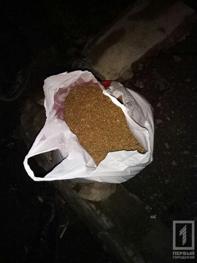 """Криворожский наркоман убегал от полицейских с 7 килограммами """"маковой соломки"""" (ФОТО), фото-2"""