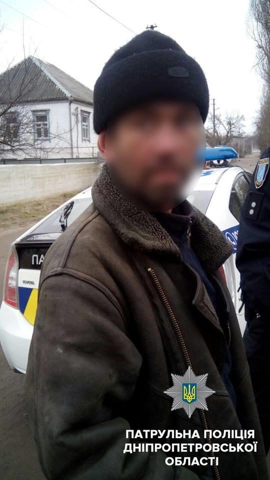 На Днепропетровщине на Рождество вандалы разбили могилы (ФОТО), фото-1
