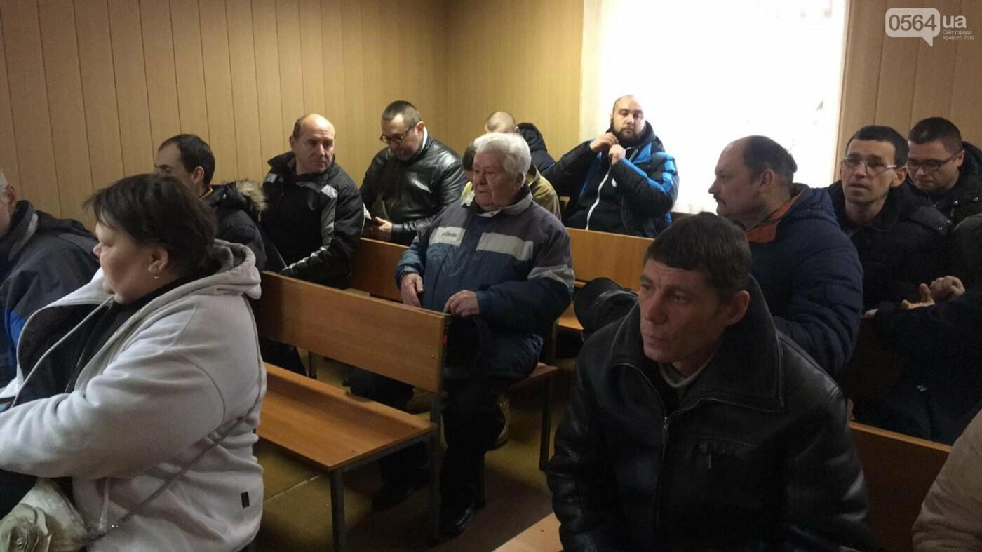 """В Кривом Роге: судят надругавшегося над флагом Украины, поезд переехал молодого парня, """"девятка"""" сбила женщину, фото-1"""