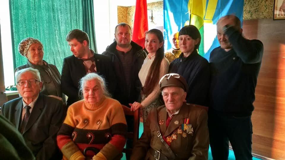 Повстанческую легенду Кривого Рога поздравили с юбилеем активисты и пластуны (ФОТО), фото-2