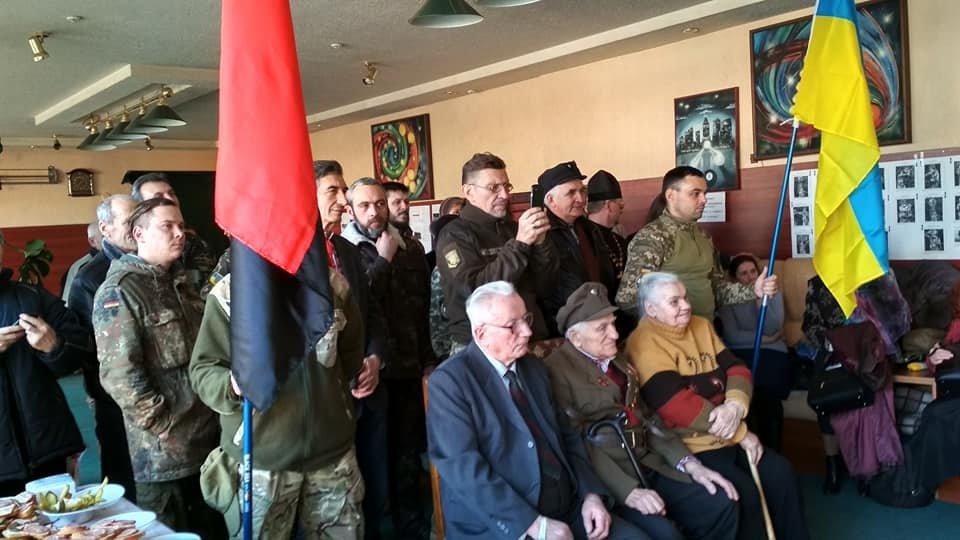 Повстанческую легенду Кривого Рога поздравили с юбилеем активисты и пластуны (ФОТО), фото-24