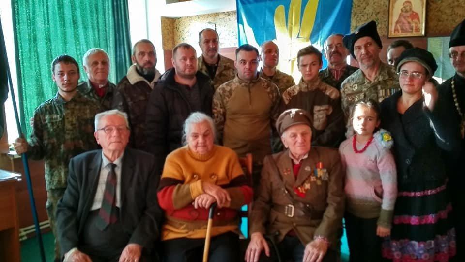 Повстанческую легенду Кривого Рога поздравили с юбилеем активисты и пластуны (ФОТО), фото-13