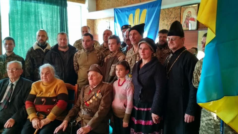 Повстанческую легенду Кривого Рога поздравили с юбилеем активисты и пластуны (ФОТО), фото-3