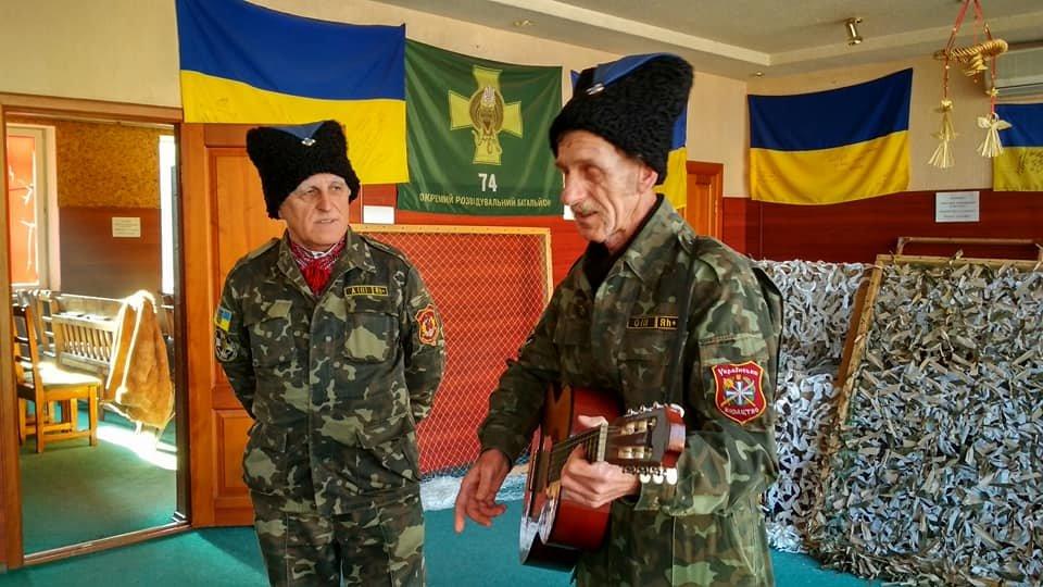 Повстанческую легенду Кривого Рога поздравили с юбилеем активисты и пластуны (ФОТО), фото-15