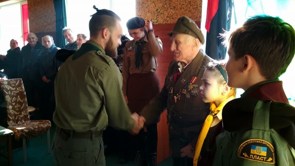 Повстанческую легенду Кривого Рога поздравили с юбилеем активисты и пластуны (ФОТО), фото-4