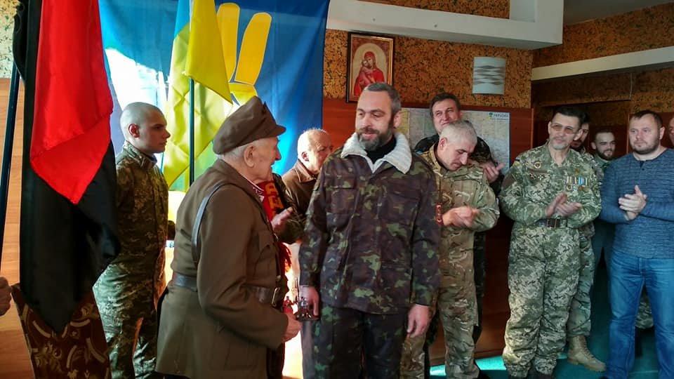 Повстанческую легенду Кривого Рога поздравили с юбилеем активисты и пластуны (ФОТО), фото-17