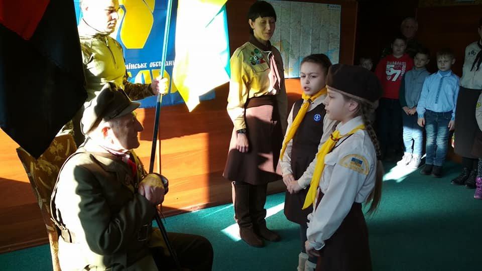Повстанческую легенду Кривого Рога поздравили с юбилеем активисты и пластуны (ФОТО), фото-5