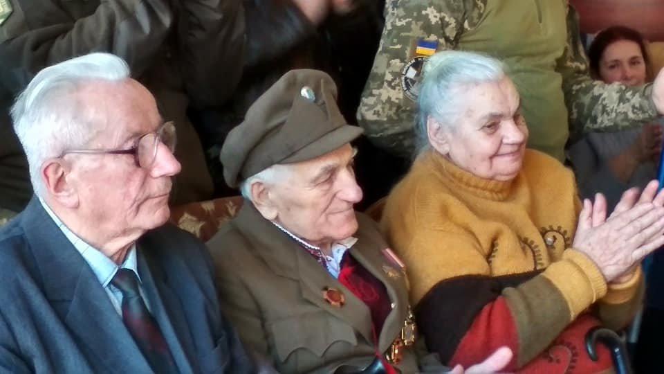 Повстанческую легенду Кривого Рога поздравили с юбилеем активисты и пластуны (ФОТО), фото-6