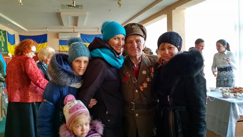 Повстанческую легенду Кривого Рога поздравили с юбилеем активисты и пластуны (ФОТО), фото-7