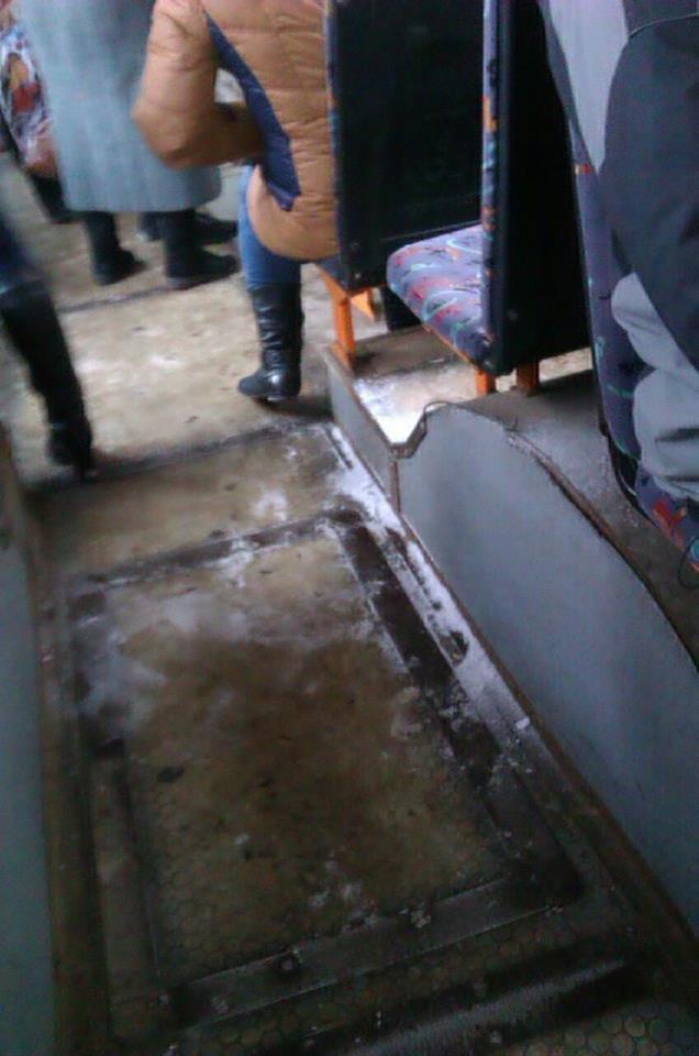 Криворожан засыпало снегом в троллейбусе   (ФОТО), фото-1