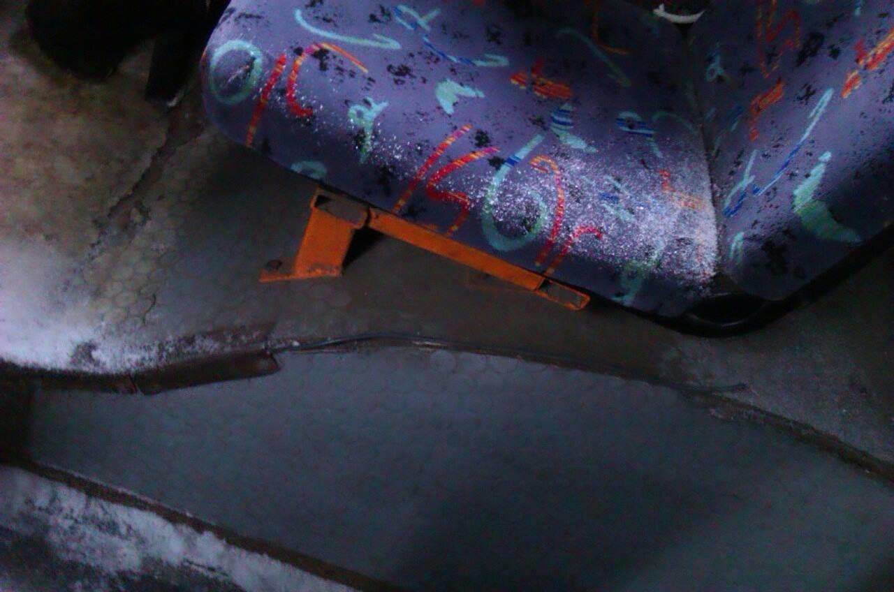 Криворожан засыпало снегом в троллейбусе   (ФОТО), фото-2