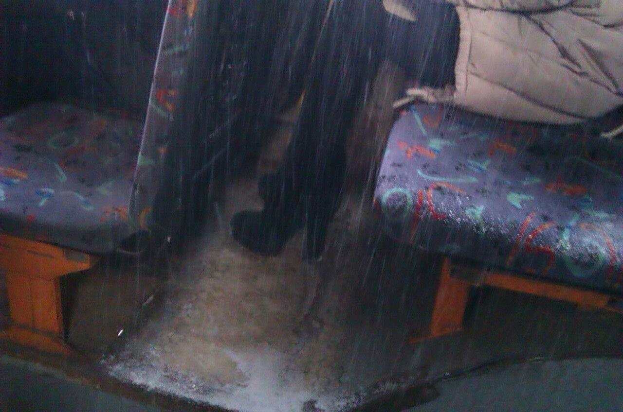 Криворожан засыпало снегом в троллейбусе   (ФОТО), фото-5