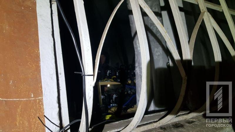 В Кривом Роге загорелось помещение с фермой криптовалюты (ФОТО), фото-1