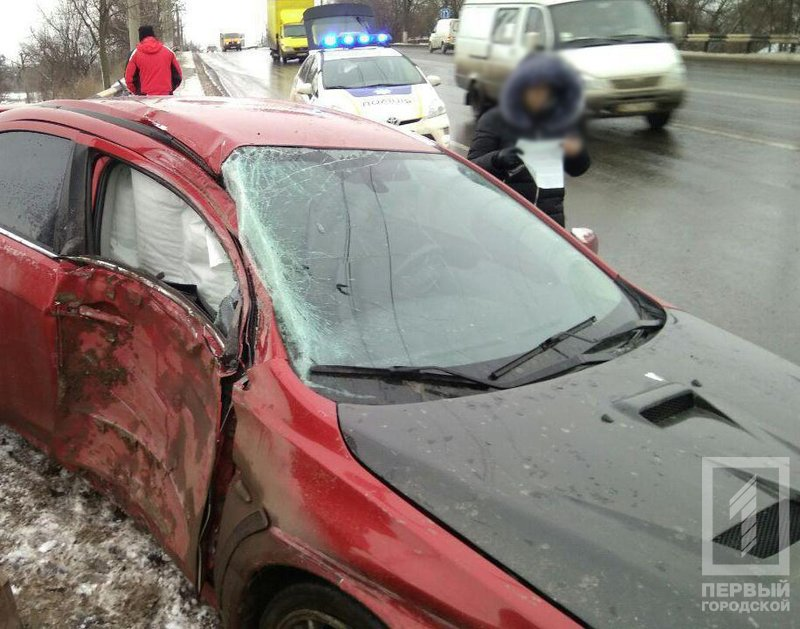 В Кривом Роге иномарка вылетела с дороги в кювет и врезалась в столб (ФОТО), фото-4