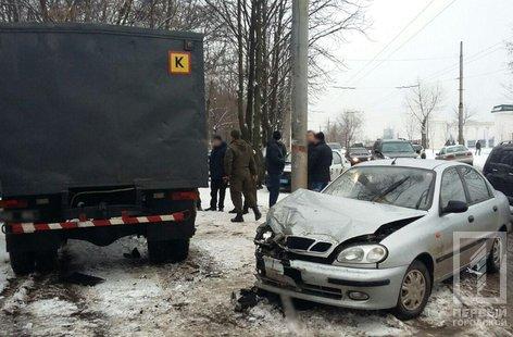 В Кривом Роге машина с заключенными попала в ДТП (ФОТО), фото-1