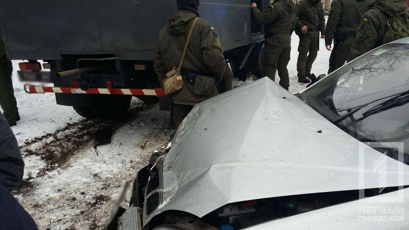 В Кривом Роге машина с заключенными попала в ДТП (ФОТО), фото-2