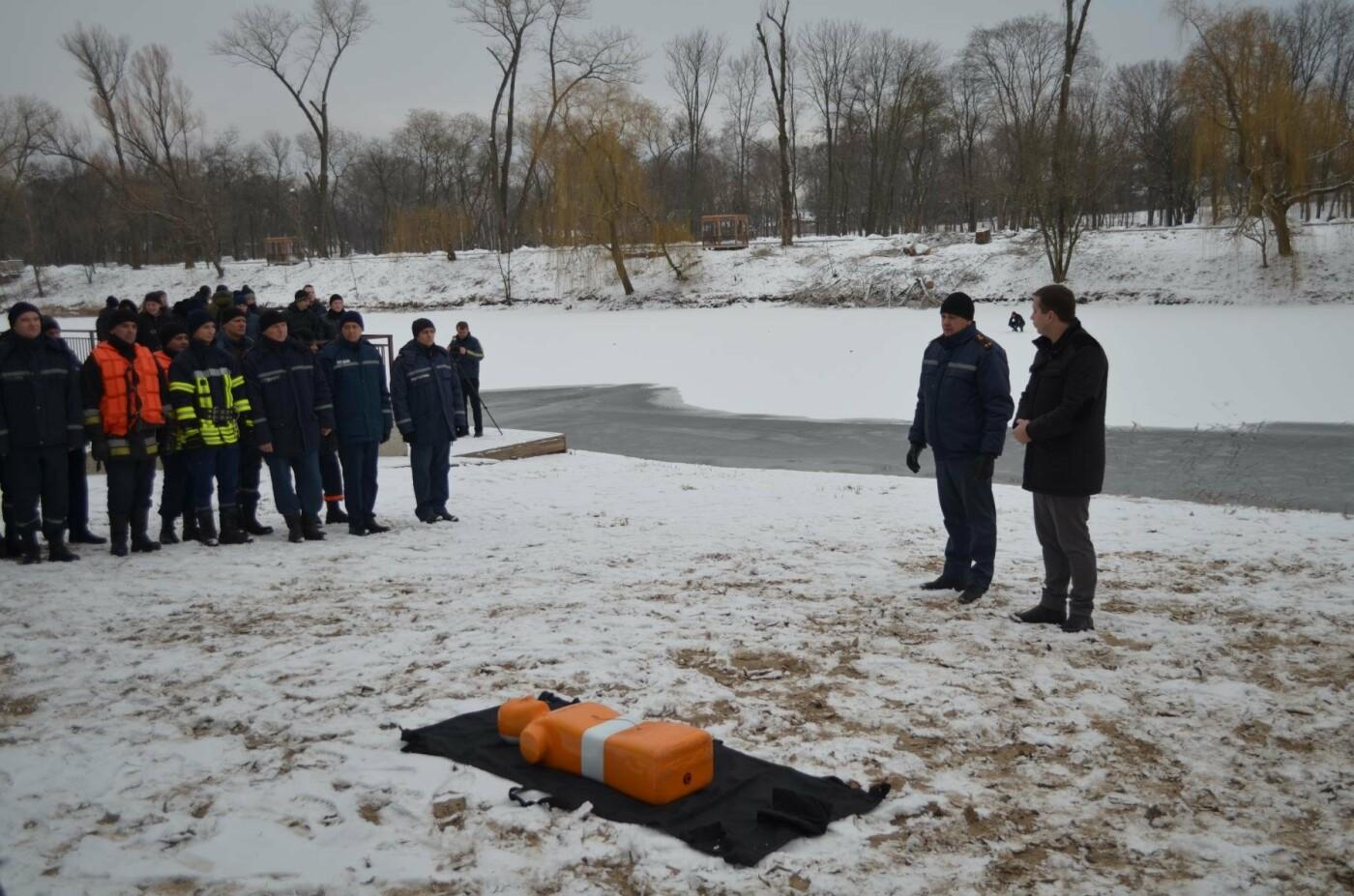В Кривом Роге спасатели готовились к Крещению и учились доставать из ледяной воды утопающих (ФОТО), фото-6