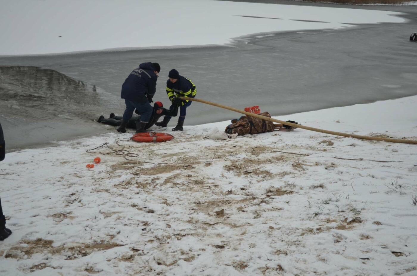 В Кривом Роге спасатели готовились к Крещению и учились доставать из ледяной воды утопающих (ФОТО), фото-1
