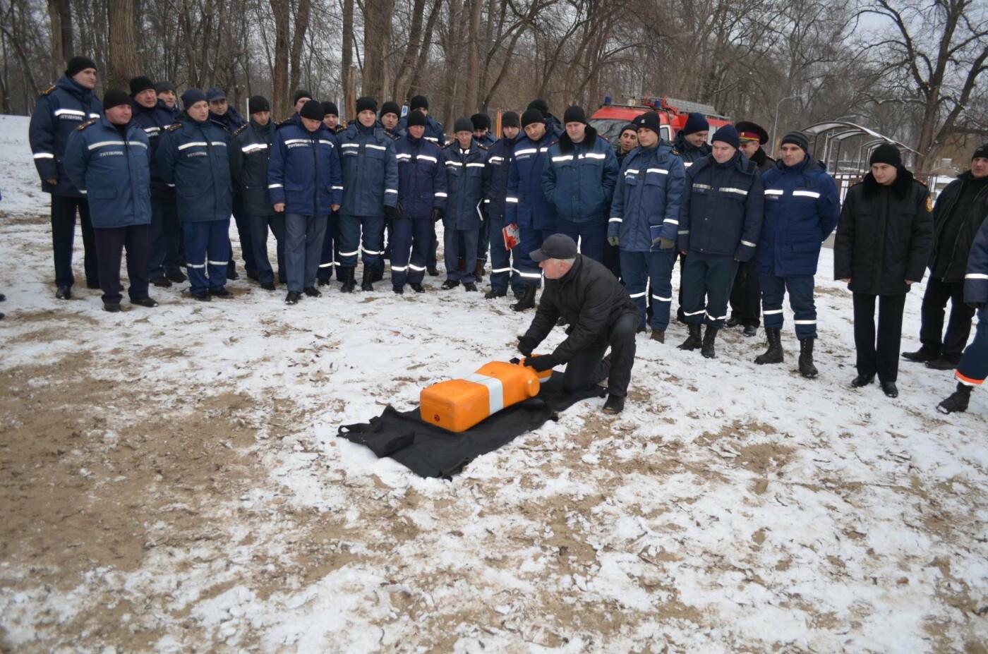 В Кривом Роге спасатели готовились к Крещению и учились доставать из ледяной воды утопающих (ФОТО), фото-7