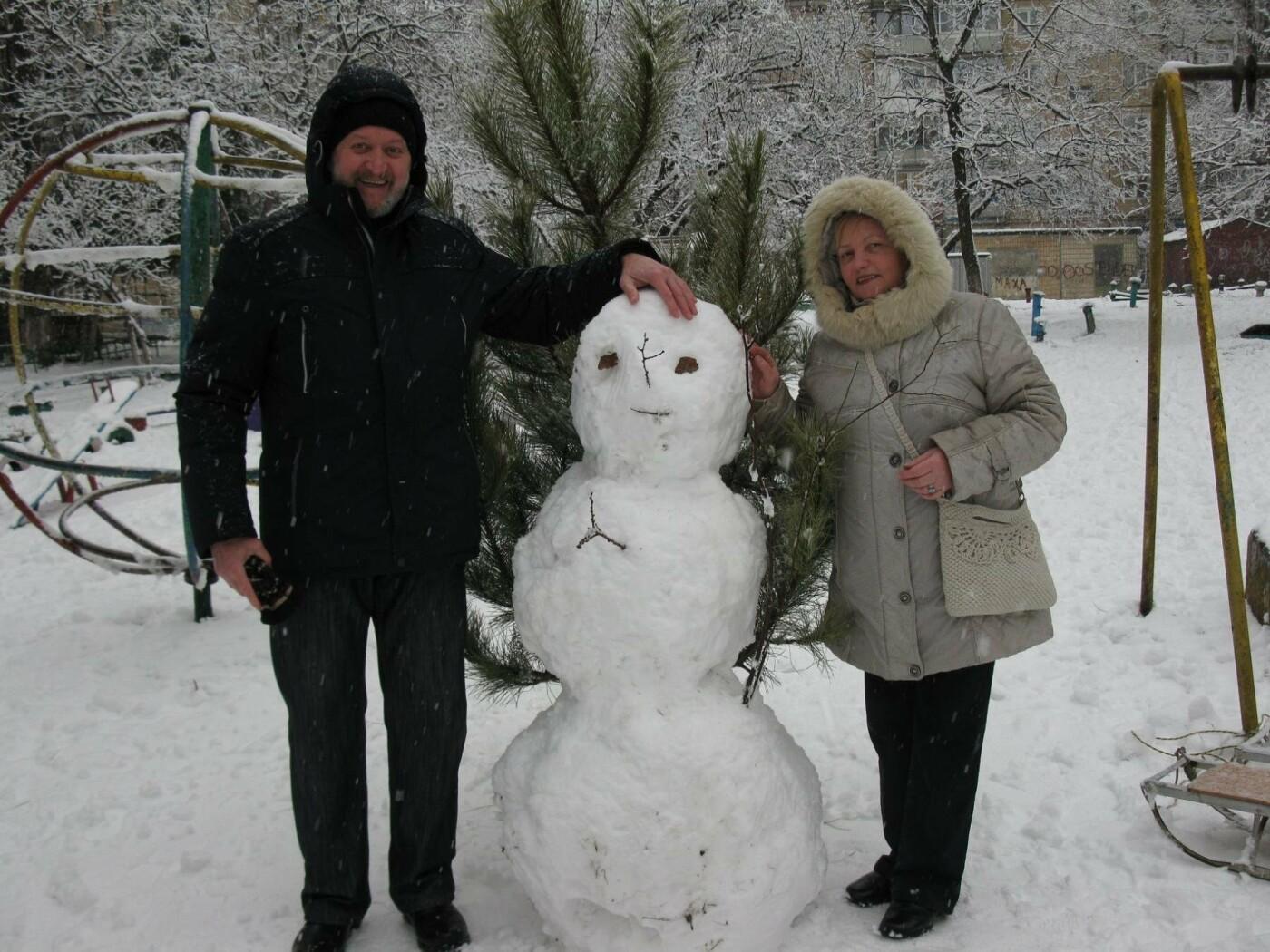 Снежный флешмоб в Кривом Роге: Горожане вылепили огромного Почекуна и сотни снеговиков (ФОТО), фото-13