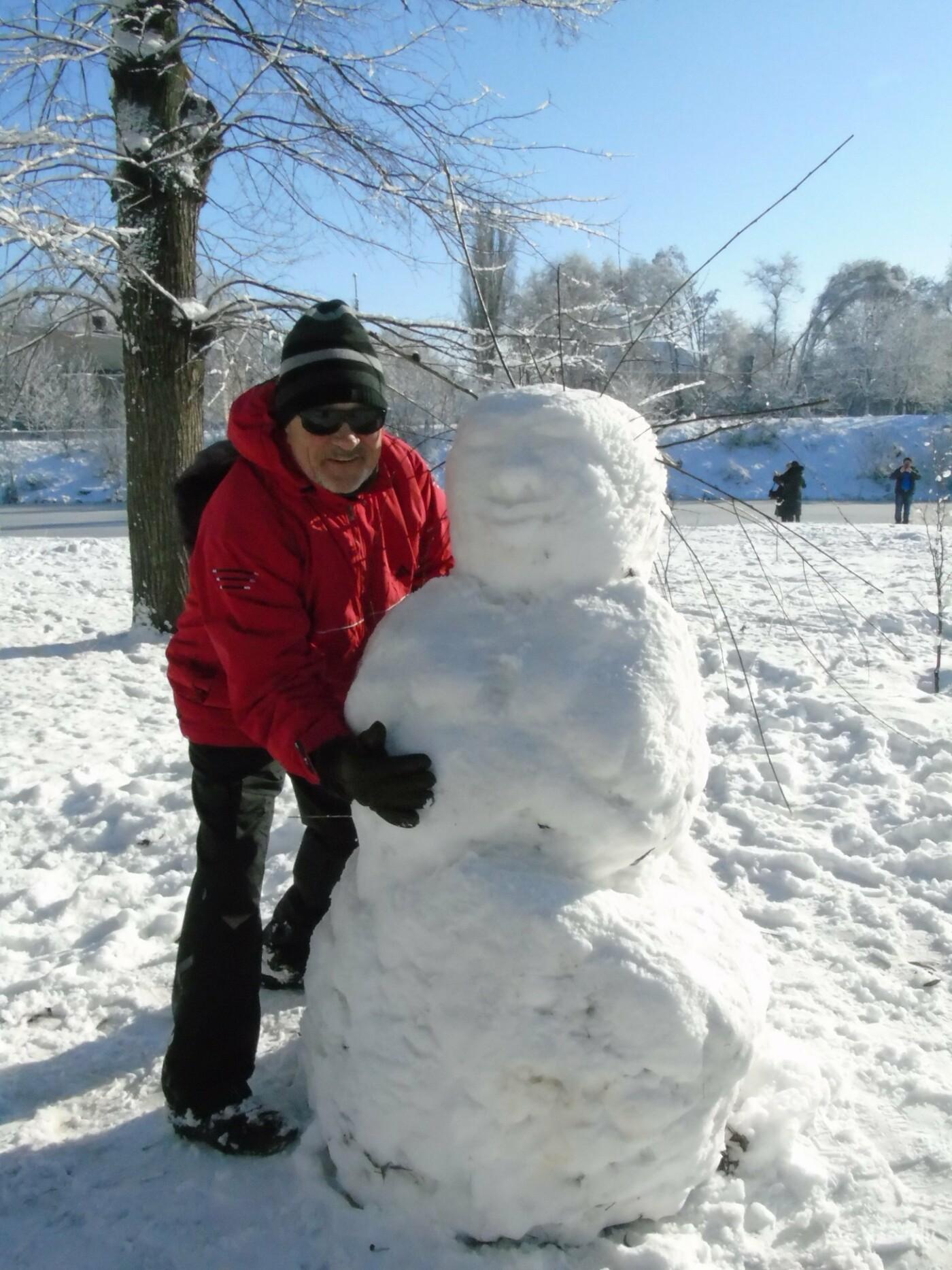 Снежный флешмоб в Кривом Роге: Горожане вылепили огромного Почекуна и сотни снеговиков (ФОТО), фото-12