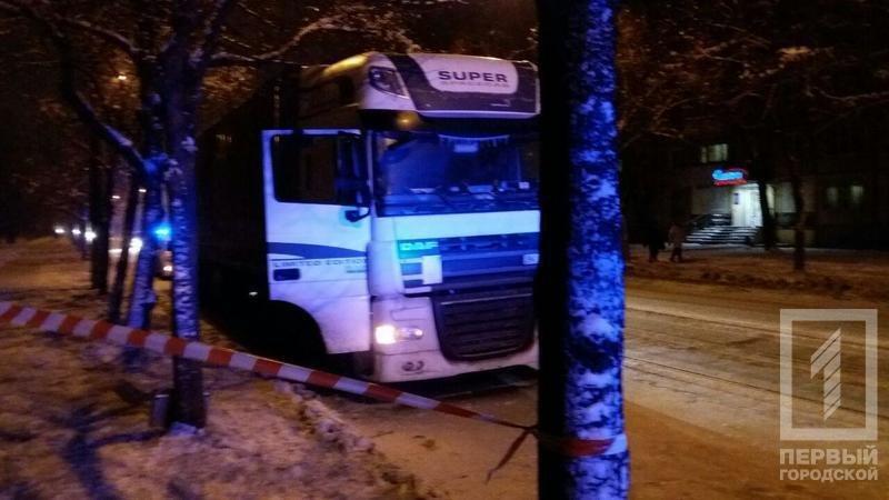 В Кривом Роге, поспорив с патрульными, водитель закрылся в автомобиле и повесился (ФОТО), фото-1