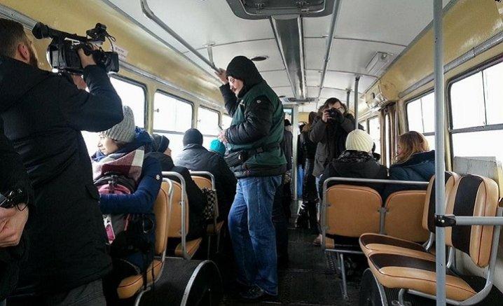 Мэр загриммировался, чтобы подслушать, что говорят о нем горожане в троллейбусе (ФОТО), фото-1