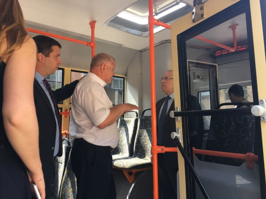 Мэр загриммировался, чтобы подслушать, что говорят о нем горожане в троллейбусе (ФОТО), фото-2
