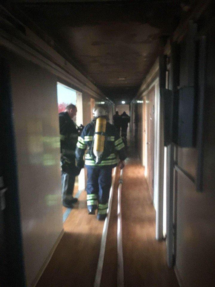 Во время масштабного пожара в криворожской многоэтажке удалось эвакуировать 15 человек (ФОТО), фото-9