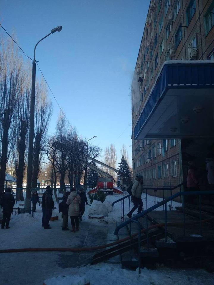 Во время масштабного пожара в криворожской многоэтажке удалось эвакуировать 15 человек (ФОТО), фото-6