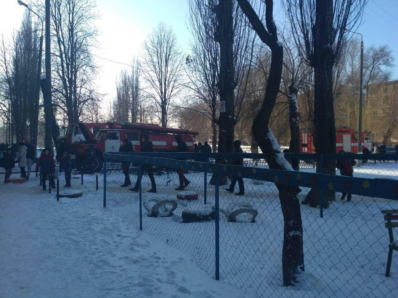 Во время масштабного пожара в криворожской многоэтажке удалось эвакуировать 15 человек (ФОТО), фото-8